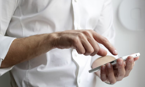 Use apps to make a reservation - 6 Tips for Making a Reservation at a Restaurant
